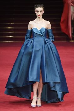 The complete Alexis Mabille Spring 2018 Couture fashion show now on Vogue Runway. Style Haute Couture, Spring Couture, Couture Fashion, Paris Fashion, Runway Fashion, Women's Fashion, Couture Week, Fashion Spring, Juicy Couture