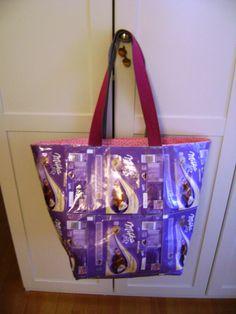 Tasche aus Schokoladenverpackungen / Bag made from chocolate paper / Upcycling
