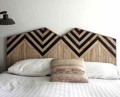 tête de lit originale en bois clair