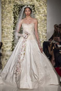 Reem Acra | 25 Most Beautiful Bridal Gowns of Fall 2015 - theFashionSpot