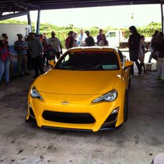 Showoff #scion #scionfrs #frs86 #toyota #toyotanation #toyotalife #scionlife #scionracing #morninautos #soloparking #chivera #yellow #yellowtail (at Turagua racing league)
