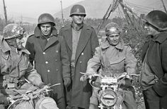 History in Photos: George Frederick Kaye. A group of American soldiers and two dispatch riders of the New Zealand  Division on the 5th Army Front in Southern Italy, 10 February 1944