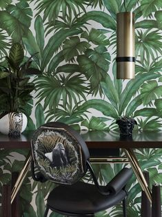 Versace Home Collection Textured wallcoverings Modern Embossed Vinyl Wallpaper Wall coverings Banana Palm Tropical Leaf leaves Green Wallpaper, Modern Wallpaper, Vinyl Wallpaper, Wallpaper Ideas, Versace Casa, Versace Home, Versace Versace, Furniture Logo, Home Furniture