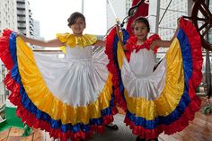 colombian outfits | ... Colombian dresses in the national colours of Colombia on the deck of