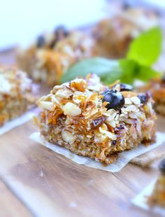 Carrot Cake Baked Oatmeal Bars are THE healthy on-the-go breakfast you need for those mornings on the run. Quick healthy breakfast packed of nutrient &taste