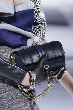 Louis Vuitton Fall 2018 Ready-to-Wear collection, runway looks, beauty, models, and reviews.