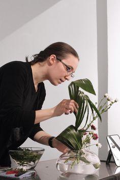 Gallery wednesday 7.3.2018 with Sogetsu Ikebana by Laura Kenttä. / Melt glass exhibition by designer Jukka Jokinen 3.-17.3.2018 at the Gallery Mafka&Alakoski, Helsinki.