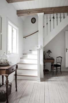 stairs and hall Casa rural danesa / Danish Cottage Sweet Home, Cool Countries, My Dream Home, Stairways, Design Case, Interior Inspiration, Living Spaces, Living Room, New Homes