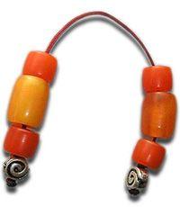 Το μπεγλέρι έχει λιγοστές χάντρες. Συνήθως δεν ξεπερνούν τις έξι ή οκτώ. Και συνήθως σχηματίζουν συμμετρικά ζευγάρια, χωρίς να υπάρχει η μονή χάντρα που χαρακτηρίζει το κλασικό κομπολόι. Κατά κανόνα, οι δυο ελεύθερες άκρες στα μπεγλέρια κλείνουν με ένα «καπάκι» ή θυρεό, ως επί το πλείστον ασημένιο.