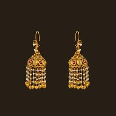 How To Choose The Perfect Pair Of Gold Diamond Earrings Gold Jhumka Earrings, Jewelry Design Earrings, Gold Earrings Designs, Gold Diamond Earrings, Pearl Drop Earrings, Diamond Jewelry, Gold Jewelry, Jhumka Designs, Gold Designs