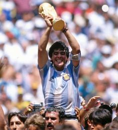 Best Football Players, Football Fans, Soccer Players, Football Soccer, Diego Armando, Japanese Photography, How To Speak Spanish, Best Player, Fifa World Cup
