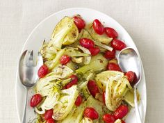 Try this delicious Roasted Fennel with Tomatoes from the Food Network! We are excited that Chef Kevin is growing fennel in the Chef's Organic Kitchen this planting season! Side Dish Recipes, Vegetable Recipes, Vegetarian Recipes, Side Dishes, Cooking Recipes, Healthy Recipes, Vegetable Entrees, Broccoli Recipes, Fall Recipes