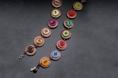 Copper Button Bracelets ~ How adorable are these? Repurpose Buttons, Diy Buttons, Vintage Buttons, Copper Jewelry, Leather Jewelry, Beaded Jewelry, Leather Bracelets, Leather Cuffs, Beaded Bracelet