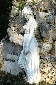 Cemetery Statue in Hauptfriedhof Mannheim Cemetery Monuments, Cemetery Statues, Cemetery Headstones, Old Cemeteries, Cemetery Art, Angel Statues, Graveyards, Statue Antique, Cemetery Angels