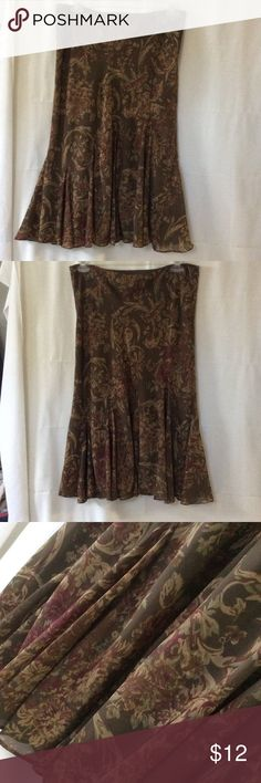"""Pretty Ralph Lauren skirt Size M, waist measures flat 18"""" and has some elastic in band.  Has underskirt and length is 29 1/2"""".  No zipper or buttons.  Gently worn, EUC Skirts Midi"""