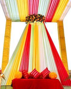 Desi Wedding Decor, Diy Wedding Backdrop, Outdoor Wedding Decorations, Mehendi Decor Ideas, Mehndi Decor, Simple Stage Decorations, Flower Decorations, Traditional Wedding Decor, Marriage Decoration