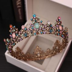 Charmant Gold Diadem Brautaccessoires 2020 Metall Farbig Zirkon Strass Haarschmuck Braut - Lilly is Love Cute Jewelry, Hair Jewelry, Fashion Jewelry, Dainty Jewelry, Accesorios Casual, Gold Tiara, Gold Crown, Bridal Tiara, Wedding Veils