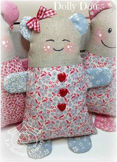 boneca sabonete Baby Boy Knitting Patterns, Felt Animal Patterns, Stuffed Animal Patterns, Doll Patterns, Cute Sewing Projects, Sewing Crafts, Cute Cushions, Sewing Stuffed Animals, Cotton Crafts