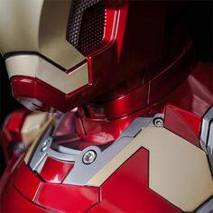 Marvel Iron Man Mark 43 Life-size Bust Hi-Fi Speaker System | Geek Culture Iron Man Helmet, Iron Man Suit, Creepy Gif, Marvel, Speaker System, Geek Culture, Geek Stuff, Superhero, Life