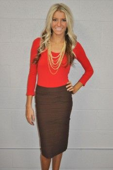 Brown Pencil Skirt and bright red shirt with gold accessories, lovely color combo for work Dressy Outfits, Skirt Outfits, Cute Outfits, Vestidos Boutique, Boutique Dresses, Work Fashion, Fashion Outfits, Skirt Fashion, Pencil Skirt Work