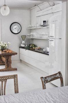 White FAB50 fridge, the ideal capacity for high-volume needs  Frigorifero bianco FAB50 #smeg50style, Frigorifero e congelatore in un prodotto unico