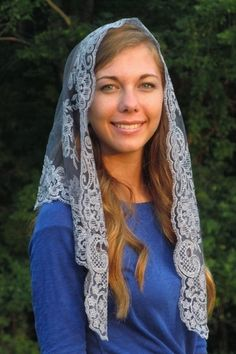 Authentic Spanish Floral Mantilla - Veils by Lily Would make a pretty mini-shawl.