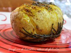 Patate+al+cartoccio+in+padella Italian Recipes, Baked Potato, Side Dishes, Cabbage, Dinner Recipes, Coconut, Potatoes, Bread, Baking