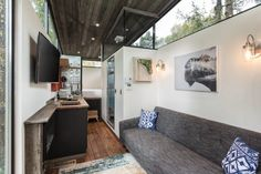 The tiny house trend is officially here to stay. Tiny houses are relatively easy to build and move from place to place, and many people are rejecting more spacious dwellings in favor of pared-down, efficient homes. The new RoadHaus is a refined versi Tiny House Swoon, Modern Tiny House, Tiny House Living, Tiny House Plans, Tiny House On Wheels, Small Living, Home And Living, Cottage Living, House 2