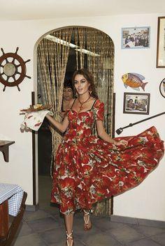 Sexy nictrunfio in dolcegabbana -ELLE Russie Italian Women Style, Italian Girls, Italian Fashion, Italian Chic, Fashion Forms, Daily Fashion, Fashion Design, Elie Saab, Mode Editorials