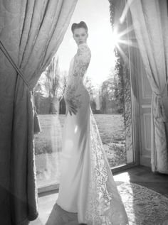 Inbal Dror /2013 Collection is signified not only by some exquisite new designs, but also by the addition of Eitan, brother to Emma, to the family. No doubt that this happy event reflects on the new outstanding collection. Inbal surpassed herself by taking previously designed styles, in 2011 and 2012, giving them an extra zest, using new French Laces, Tulles, Pearls and Swarovsky Stones. The new 2013 collection is reflecting back, bringing vintage designs back to life.