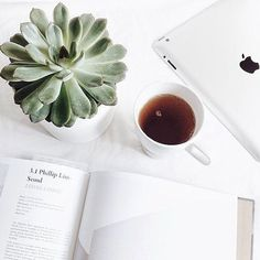 Book flatlay inspiration with coffee and botanical/organic elements/splash of neutral color Photo Pour Instagram, Instagram Blog, Story Instagram, Flat Lay Photography Instagram, Fall Inspiration, Flat Lay Inspiration, Flat Lay Photos, Photo Grid, Flatlay Styling