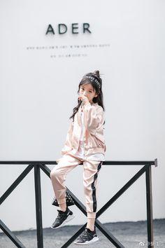 Thiên thần nhí 8 tuổi xinh lung linh, giống Kim Ji Won như tạc - Ảnh 21. Cute Girl Pic, Cute Little Girls, Cute Baby Girl, Cute Kids, Cute Babies, Asian Kids, Asian Babies, Kids Outfits, Cute Outfits