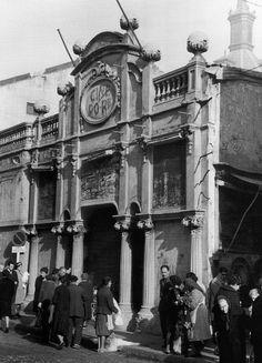 """Cine Doré, poco antes de su cierre en 1963, cuando era conocido como """"el Palacio de las pipas""""."""
