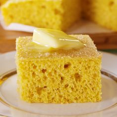 This Buttery Cornbread Is Impossible To Resist Lait Vegan, Cake Recipes, Dessert Recipes, Dinner Recipes, Homemade Cornbread, Good Food, Yummy Food, Comfort Food, Food Cakes