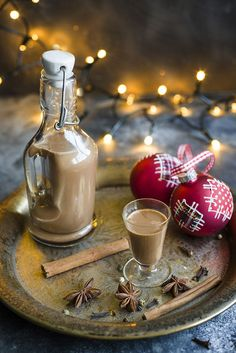 Likier Bożonarodzeniowy Xmas Food, Polish Recipes, Irish Cream, Christmas Gingerbread, Food Design, Sweet Recipes, Diy Gifts, Food To Make, Food And Drink