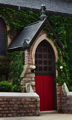 New red door entrance vines ideas