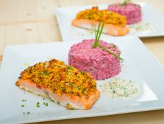 Somon 'au gratin' cu salată de cartofi cu sfeclă. Vezi rețeta și comandă pe http://realfoods.ro/ucook | Livrare 25-29 aprilie 2017.