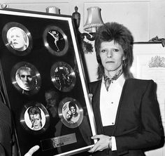 David Bowie at Rules Restaurant after receiving a presentation of six discs from RCA Records to mark the occasion of having six albums in the charts in 1973.