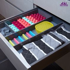 Organize your baking items just below your oven with the European drawer organizer from Saviesa. Know more about organizing your kitchen: