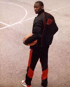 Michael Jordan Unc, Mike Jordan, Michael Jordan Pictures, Jeffrey Jordan, Michael Jordan Basketball, Nba Players, Basketball Players, Basketball Legends, Tenis Basketball