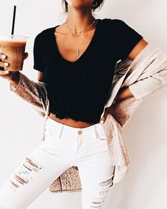 53 Modest Casual Style Outfits To Inspire Every Woman – New York Fashion New Trends Fashion Jeans, Fashion Outfits, Womens Fashion, Girl Fashion, 80s Fashion, London Fashion, Latest Fashion, Korean Fashion, Fashion Online