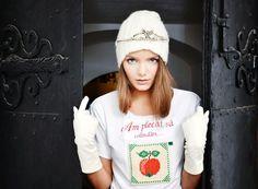 T-shirt by Mândră Chic Romanian Christmas carols Christmas Carol, Christmas Sweaters, Vines, Chic, How To Make, T Shirt, Designers, Fashion, Journals