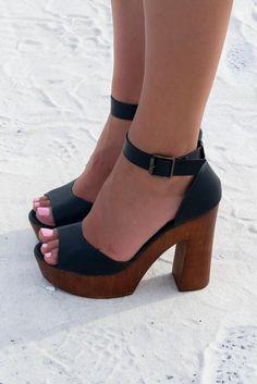 Catalina Bay Black Platform Sandal
