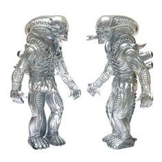 """x Secret Base - """"Silver Phantom"""" Alien sofubi DCon 2015 debut! Scary Alien, Alien Vs, Vinyl Toys, Designer Toys, Custom Vinyl, Resin Art, Vinyl Figures, Graffiti, Lion Sculpture"""