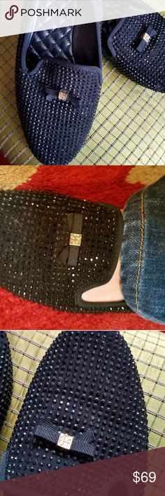 Tory Burch black sequins Flats Tory Burch authentic and very nice very luxurious let me just tell you these shoes the leather in them on the bottom that's like the padding the quilt that you see on purses it feel so good on your feet it feels like you're wearing Cinderella shoes the sequences are beautiful on them they change when when you move and Sparkle and some of the Sparkles are gone but they still look amazing on your feet even know there's a few missing in the price is set for that…