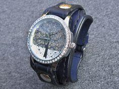 Dámské+hodinky+námořnická+modrá+kůže+Náramok+je+vyrobený + 73890609e4f
