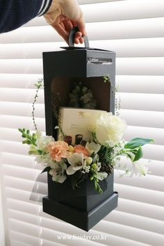 How To Wrap Flowers, Diy Flowers, Paper Flowers, Flower Box Gift, Flower Boxes, Bouquet Box, Flower Boutique, Flower Packaging, Container Flowers