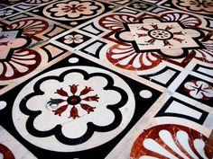 cathedral floors | Marble floor. White is Candoglia marble, black - Varenna and red ...