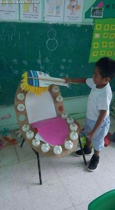 Great Idea to teach kids how to brush, but also to teach them the name of each teeth and how many there are. Cardboard and plastic bottle bottoms Dentadura con material reciclado para enseñar el correcto cepillado y la higiene dental Kids Crafts, Preschool Crafts, Free Preschool, Kids Diy, Health Activities, Preschool Activities, Childhood Education, Kids Education, Health Education