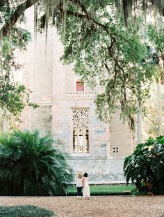Incredible location with sweeping trees and unique architecture.   #engagementphotohs #weddingideas #photography